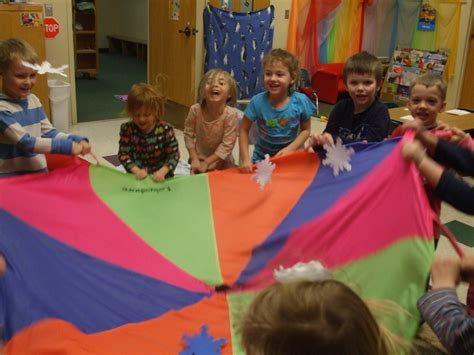 program highlights 880   Preschool Parachute Group Game