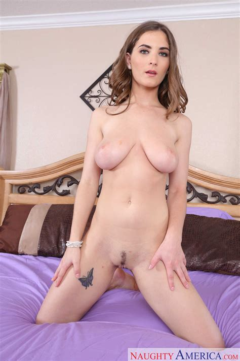 Lovely Teen Is Showing Her Sexy Body MILF Fox