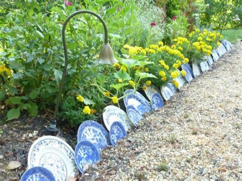 Garden Using Plates by 17 Simple And Cheap Garden Edging Ideas For Your Garden