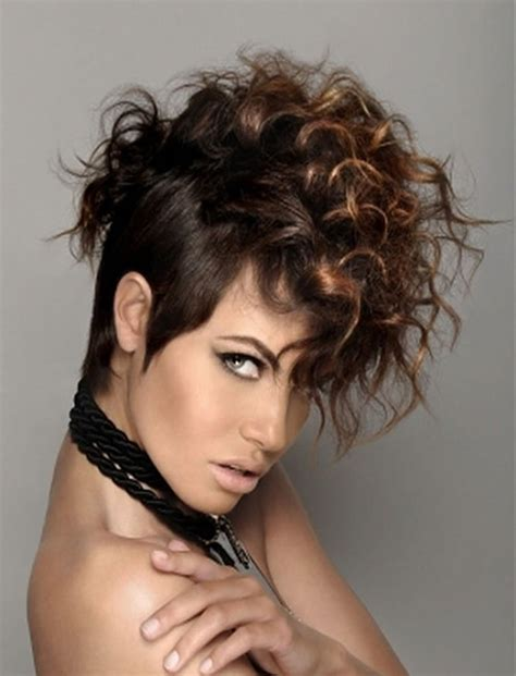 magnetizing short curly hairstyles  women