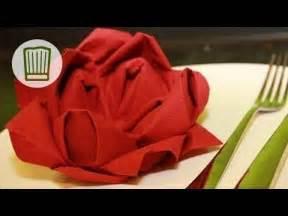 Youtube Servietten Falten : servietten falten die rose tischdeko zum valentinstag video faltanleitung youtube ~ Frokenaadalensverden.com Haus und Dekorationen