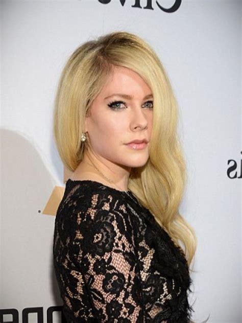 Avril Lavigne Green Dress & 2017 2018   24 Dressi