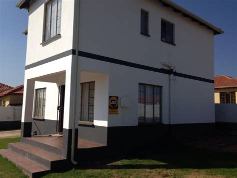 2 Or 3 Bedroom House For Rent by 3 Bedroom House For Sale For Sale In Cosmo City