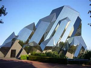 Astonishing Famous Modern Architectural Buildings As Well