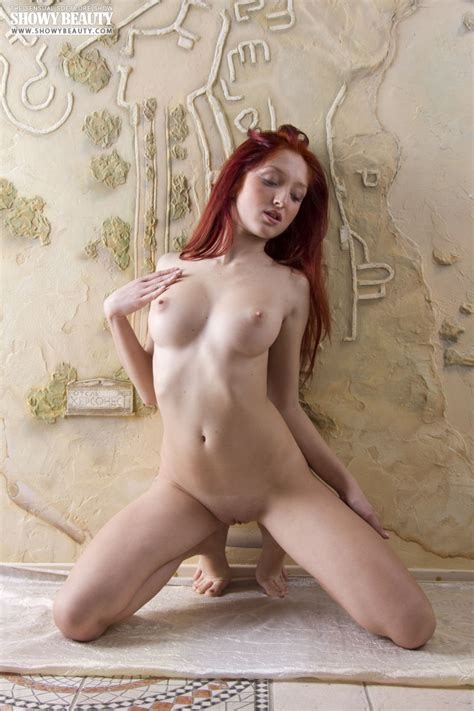 Hot Nude Redhead With Perfect Big Tits Stripping Showy