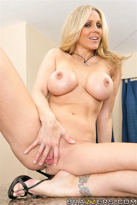Horny Housewifes julia ann fucks another B xxx dessert picture 4