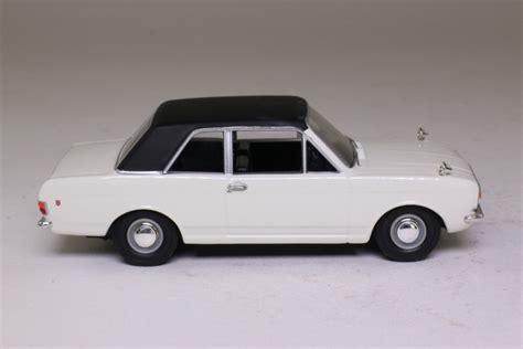 Vanguards VA04100; Ford Cortina MkII 1600 GT; Ermine White ...