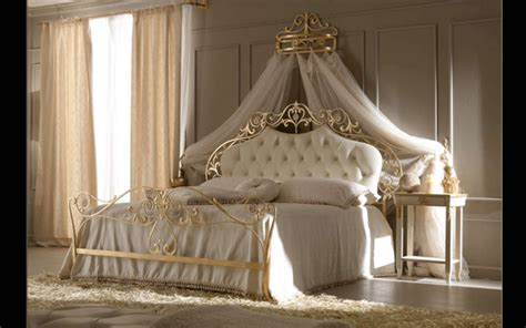 King Size Canopy Bed With Curtains by 20 Luxury Beds With Traditional Design Digsdigs