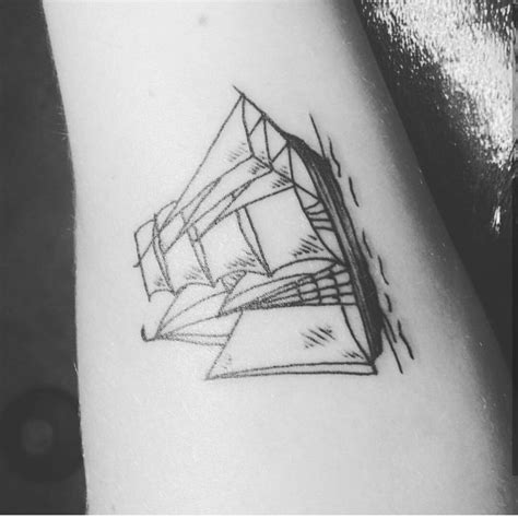 Sailboat Tattoo Meaning by Best 25 Sailboat Tattoos Ideas On Pinterest Boat
