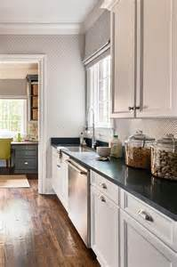 White Shaker Kitchen Cabinets with Quartz Countertops