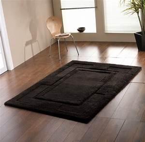 Schwarz Weißer Teppich : schwarzer teppich lassen sie ihre r ume aussagekr ftiger wirken ~ Orissabook.com Haus und Dekorationen