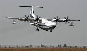 China's first amphibious aircraft makes maiden flight