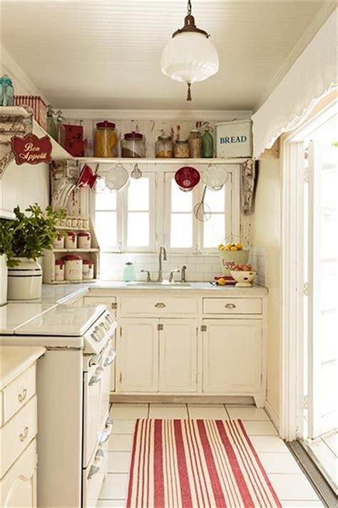white cottage kitchen best 25 cottage kitchens ideas on white 1018
