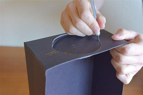 turn  cardboard box   cheap diy smartphone