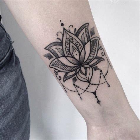tatouage mandala fleur de lotus cochese tattoo