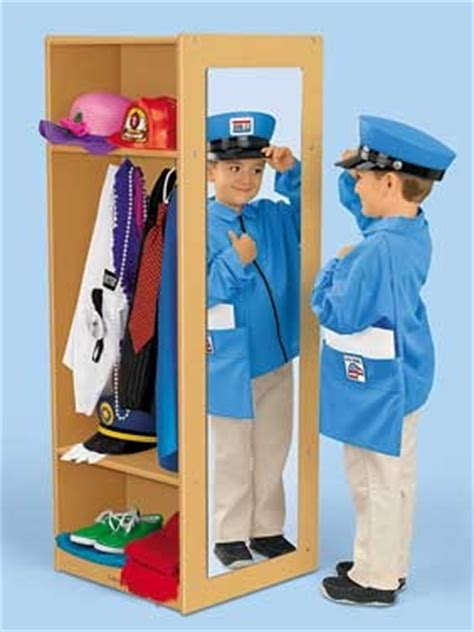 Closet Drama Definition by 25 Best Ideas About Dress Up Area On Pink