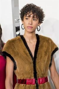Coupe Courte Frisée Femme : coiffures pour cheveux boucl s ou fris s 9 id es en images ~ Melissatoandfro.com Idées de Décoration