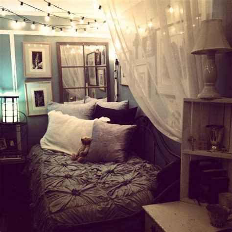 Cozying Up A Small Bedroom (via Tumblr)  Cute Ideas
