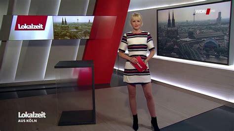 Julia Kleine  nackt