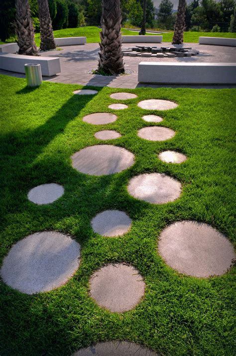 10 Landscaping Ideas For Using Stepping Stones In Your
