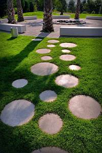 garden stepping stones 10 Landscaping Ideas For Using Stepping Stones In Your ...
