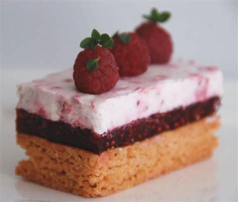 dessert avec biscuit de reims mousse et g 233 lifi 233 de framboises sur sabl 233 breton aux biscuits roses de reims cuisine plurielle