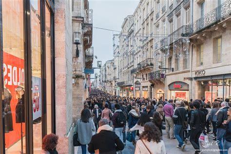 Rue Sainte Catherine à Bordeaux les magasins à la loupe