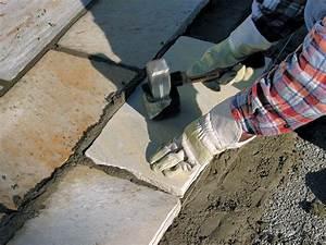 Polygonalplatten Auf Beton Verlegen : so verlegen sie terrassenplatten aus naturstein bauhaus ~ Lizthompson.info Haus und Dekorationen