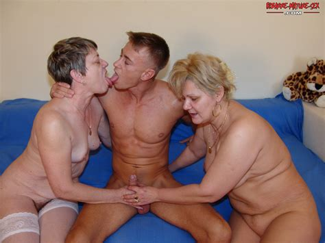 one dude and three pissloving mature sluts