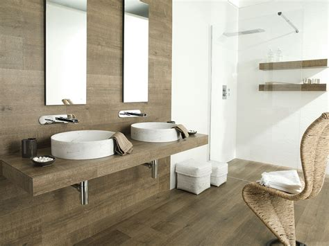 Badezimmer In Holzoptik by 27 Ideas And Pictures Of Wood Or Tile Baseboard In Bathroom