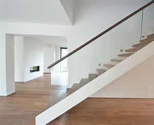 Treppe Geölt Oder Lackiert : moderne holztreppe mit glasgel nder treppenbau diehl in frankfurt ~ Markanthonyermac.com Haus und Dekorationen