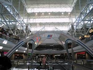 File:Denver International Airport, Concourse B.jpg ...