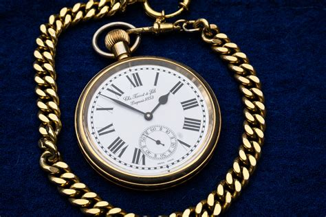 36 gold chain file cloak pocket 1 jpg wikimedia commons