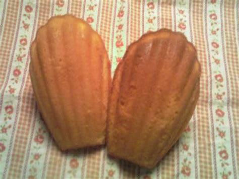 Delicate and soft classic french cookies flavored with matcha powder, these green tea увлажняющий bb крем manyo factory herbal fresh moist bb. Moist Madalines - These Gluten-Free Vegan Madeleines are ...