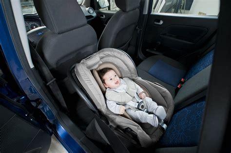 coussin reducteur siege auto babymoov coussin réducteur pour siège auto cosyseat taupe