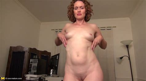 Real Amateur Housewife Mom Feeding Her Pussy Free Porn 4c