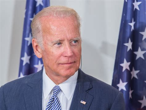 Baidens oficiāli piekrīt kandidēt ASV prezidenta vēlēšanās ...