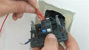 Branchement Electrique Volet Roulant Sur Prise De Courant : changer une prise de courant avec interrupteur ~ Dailycaller-alerts.com Idées de Décoration