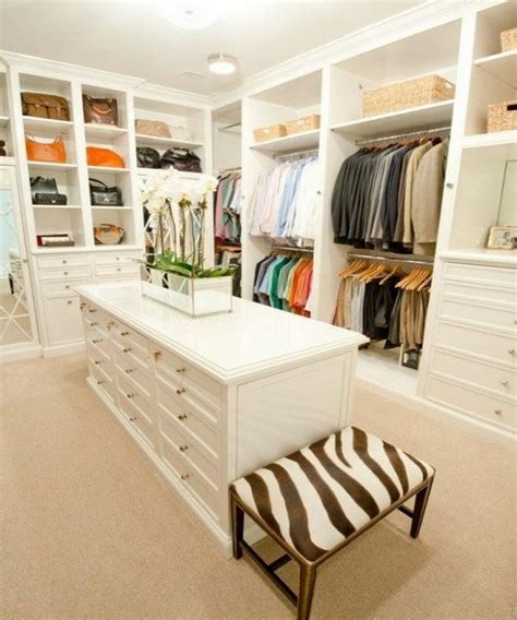10 Stylish And Chic Walkin Closet Interior Design Ideas