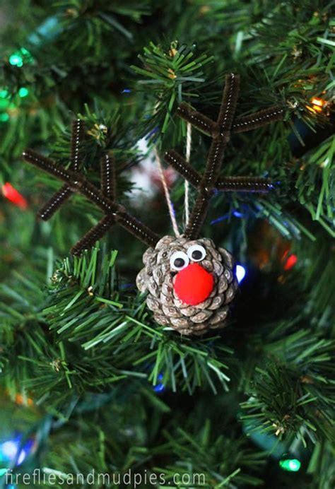 christmas decorating  pinecones   christmas