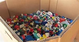 ¿Qué pasa con el reciclaje de los tapones de plástico? Claves de un negocio sólo a veces solidario