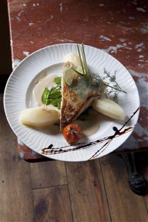 cuisine et croix roussiens restaurant lyon lyon le petit qg des croix roussiens restaurants