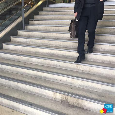 nez de marche inox nez de marche gecko inox gt escaliers gare montparnasse or 233 peinture