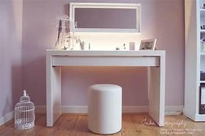Schminktisch Selber Bauen : white and comfy dressing room decor white dressing ~ Watch28wear.com Haus und Dekorationen