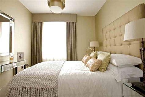 King Bed Decor Ideas by How To Decorate A Small Bedroom With A King Size Bed