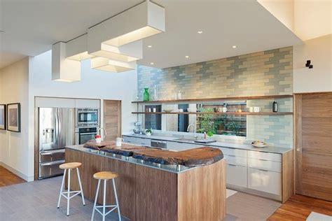 exemple de credence cuisine modèle de cuisine contemporaine blanche et bois pour