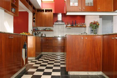 peinture pour meubles de cuisine en bois verni peinture pour bois verni spécificités utilisation prix ooreka