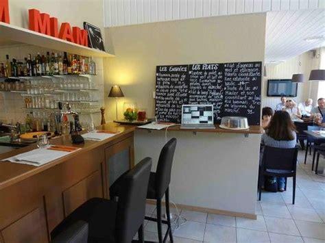 restaurant le bureau neuchatel tartare de boeuf servi avec pommes frites maison et salade