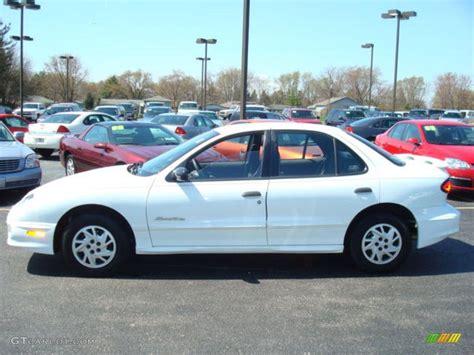 2000 Pontiac Sunfire by 2000 Bright White Pontiac Sunfire Se Sedan 7971808