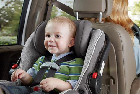 location voiture avec siège bébé 9 astuces pour voyager tranquille avec un bébé en siège